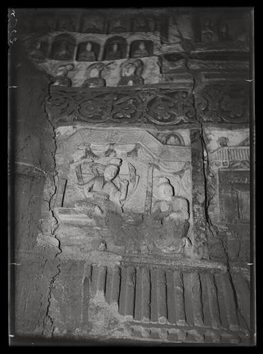 ZHOU : [Shanxi]. Yun-kang [Yungang], grotte n°2, entretien du Bodhisattva avec son père (?)