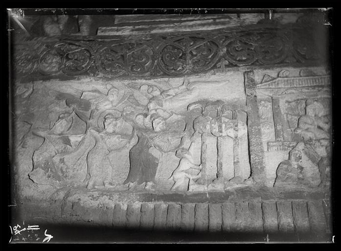 ZHOU : [Shanxi]. Yun-kang [Yungang], grotte n°2, le tir à l'arc des jeunes Çâkya