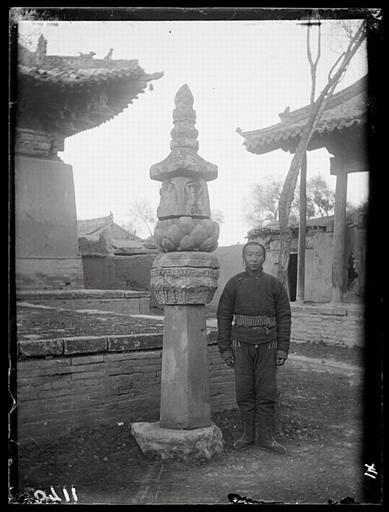 [Hebei]. Houai-ngan hien [Huai'anxian], pilier bouddhique dans le temple Tchao-houa sseu [Zhaohuasi]