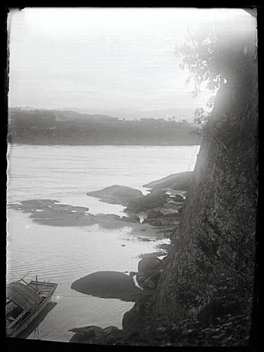 Sichuan. Rive droite de la rivière Min, en face de Yiguanzhang_0