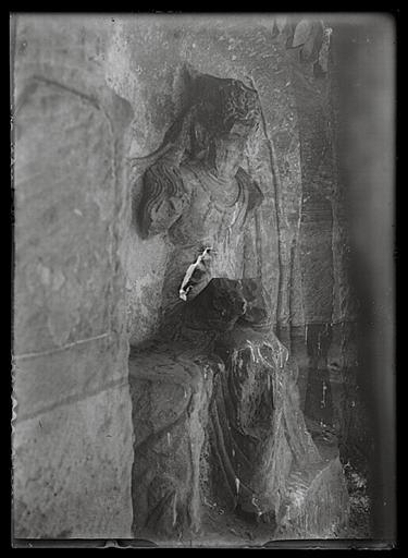 anonyme (photographe) : Sichuan. Jiading, Mawangdong, sculpture rupestre, bodhisattva