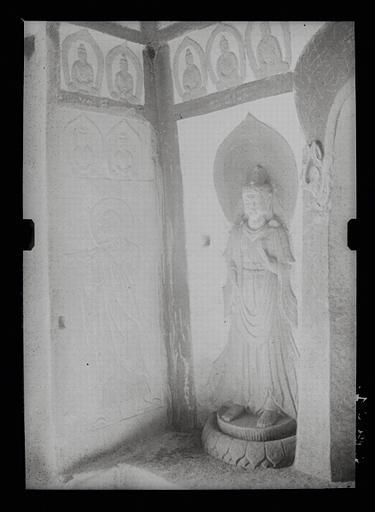 anonyme (photographe) : Shanxi. Tianlongshan, grotte A, angle antérieur gauche, haut-relief et bas-relief bouddhiques