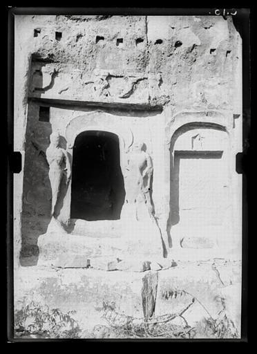 anonyme (photographe) : Shanxi. Tianlongshan, grotte Z, façade