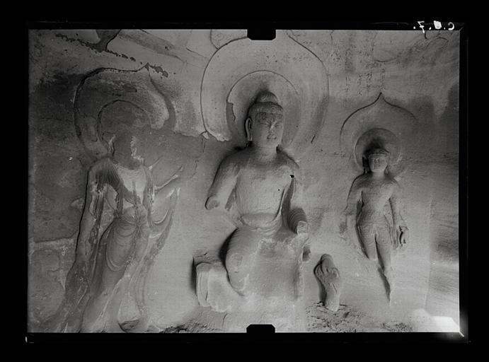 Shanxi. Tianlongshan, grotte Y, paroi du fond, vue d'ensemble, Buddha entouré de deux bodhisattva
