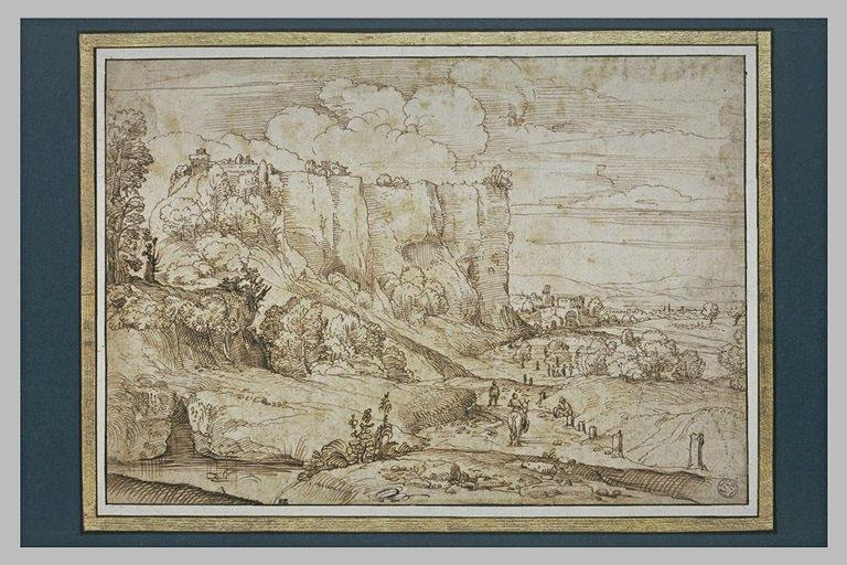 Paysage de plaine, dominé par de hautes falaises