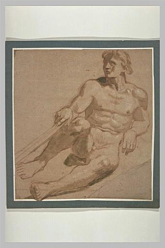 Homme nu, assis, de face, appuyé sur son coude gauche