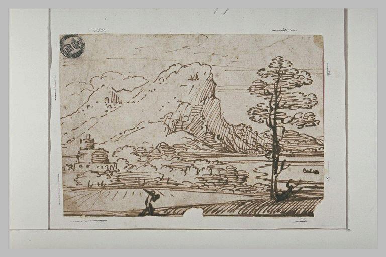 Paysage avec des bâtiments au bord d'une étendue d'eau, et une montagne