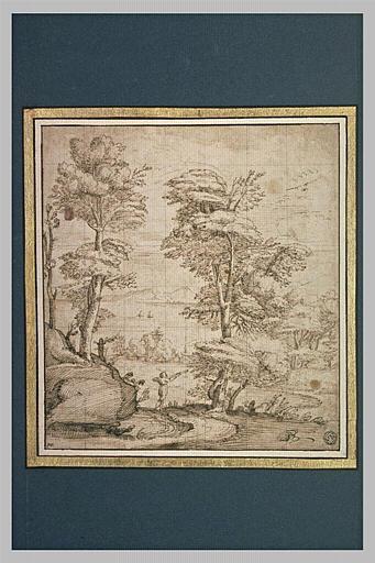 Paysage boisé, avec au fond deux voiles sur la mer, encadrée de montagnes