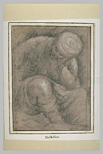 Un homme assis, sa tête appuyée sur sa main gauche