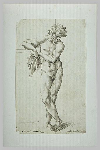 Un homme nu, debout, regardant à terre