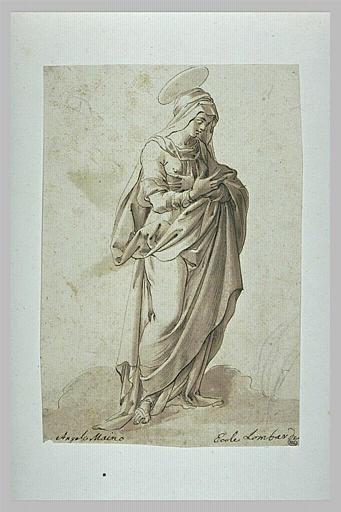 Une sainte debout, les bras croisés sur la poitrine