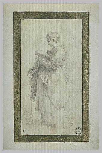 Femme debout, drapée, tournée vers la gauche