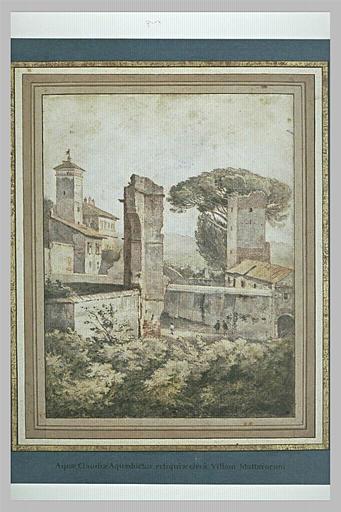 Ruines de l'aqueduc Claudius près de la villa Mattei