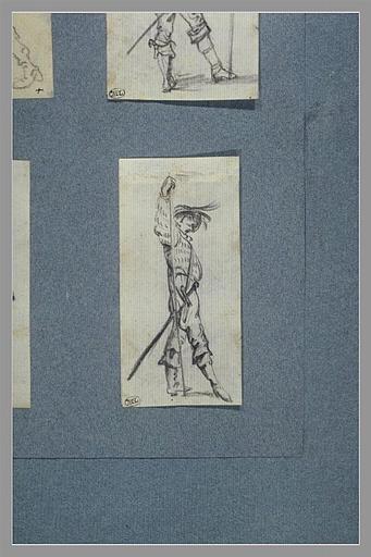 CALLOT Jacques : Un soldat, debout, vu de profil, tourné vers la droite