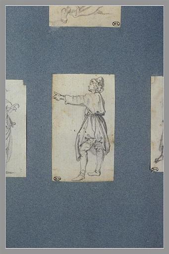 Un homme, debout, avançant le bras gauche