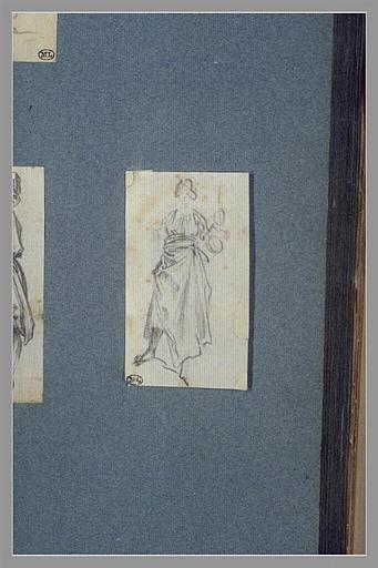 CALLOT Jacques : Une femme, debout, tenant un objet dans sa main gauche