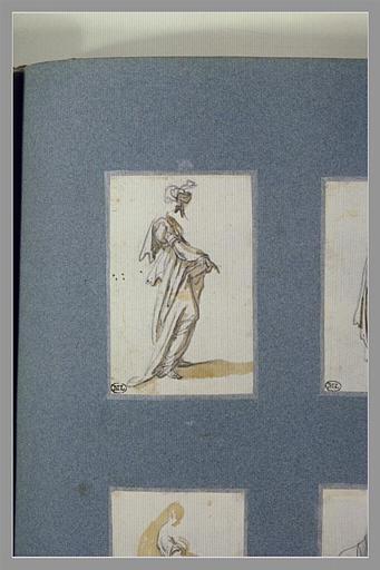 CALLOT Jacques : Une femme, debout, tenant un objet devant elle