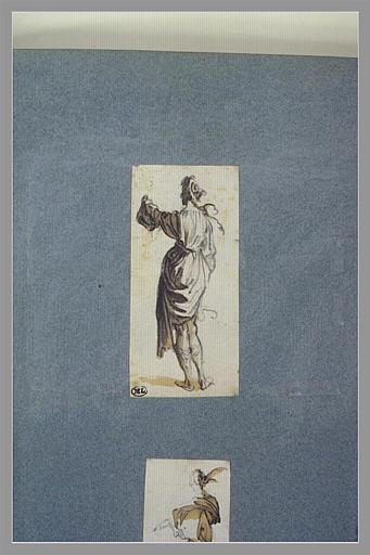 Une figure, debout, vue de dos levant le bras gauche