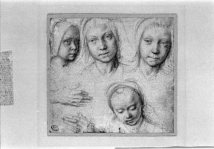 Quatre têtes de fillettes et deux mains_0