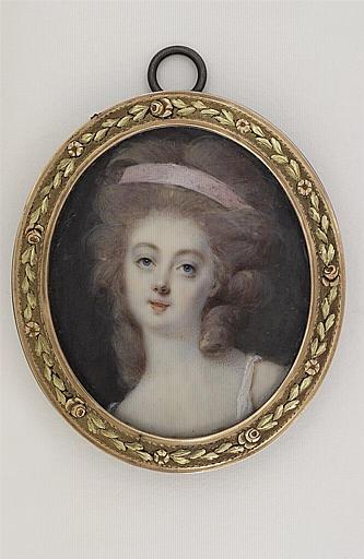 Portrait de jeune femme au ruban rose
