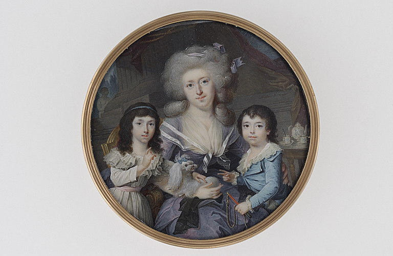 MATHIES : Jeune femme et ses deux enfants