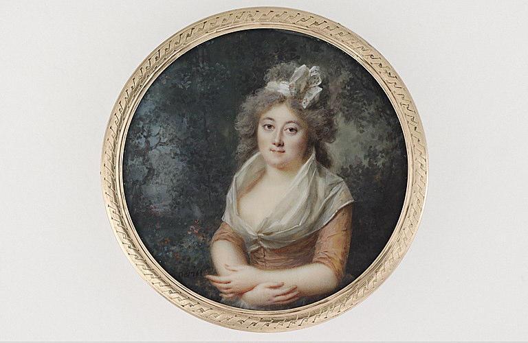 Portrait d'une dame dans un parc_0