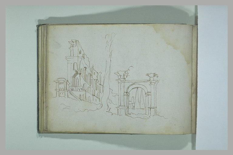 Arc et construction en ruines