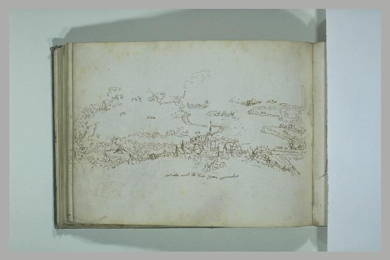 Vue d'une plaine avec un village