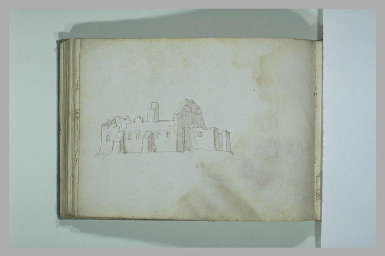 Vue orientale d'une église ; étude du sommet d'une tour