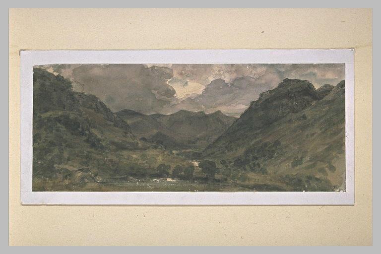 Paysage de hautes collines et montagnes dans la région des lacs