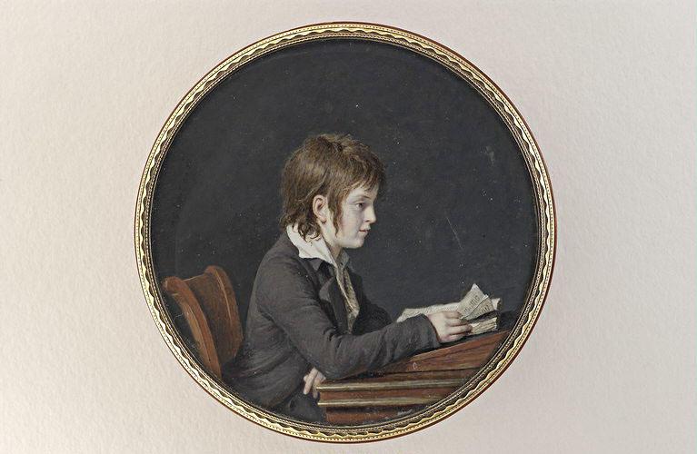 Portrait d'un garçonnet, en habit gris violacé et gilet rayé_0