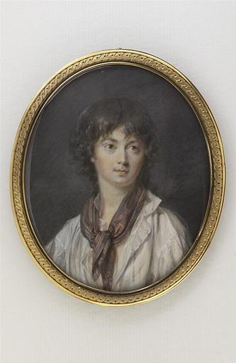 Portrait d'un adolescent en chemise blanche