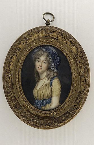 Portrait de jeune femme portant une robe souffre