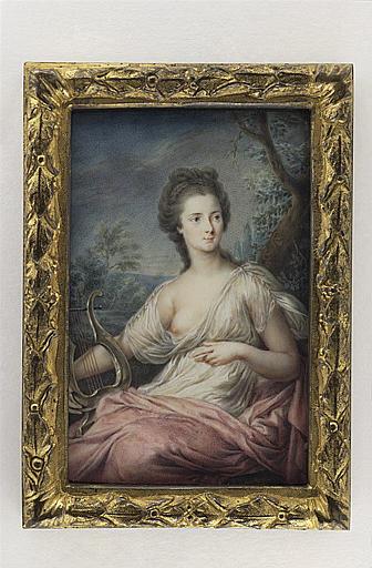 Jeune femme tenant une lyre, vêtue à l'antique