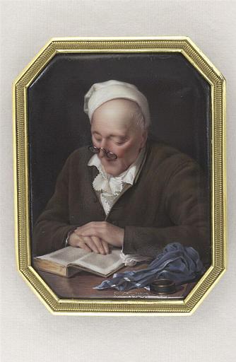 Homme assis et lisant