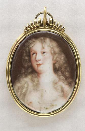 D E : Portrait de jeune femme, en buste