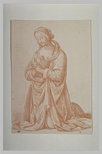 La Vierge à genoux, les mains jointes