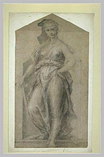 Femme drapée, debout dans une niche, tenant une épée dans sa main droite_0