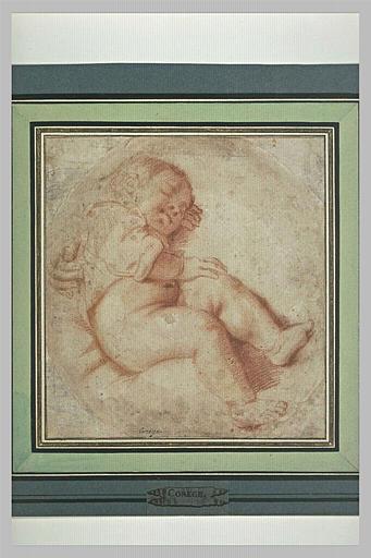 Figure d'enfant endormi et une main