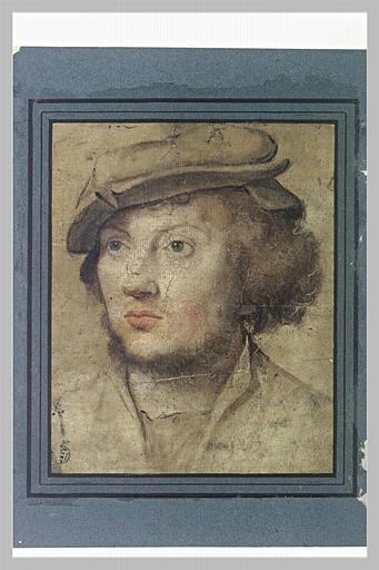 Portrait de jeune homme coiffé d'un bonnet plat