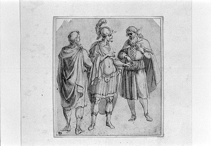 Un guerrier entre deux hommes vêtus de courtes robes et de manteaux