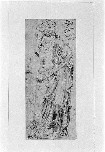 Statue antique d'une nymphe ou d'une divinité marine_0