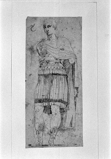 Statue antique représentant un guerrier romain