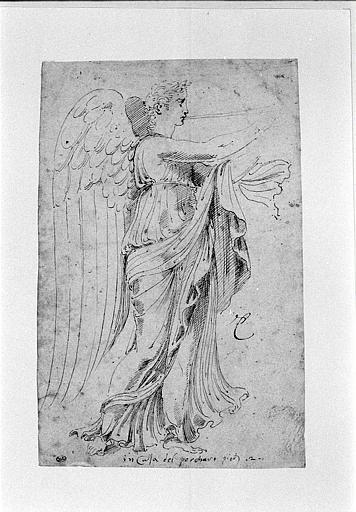 Sculpture antique représentant une Victoire ou une Renommée