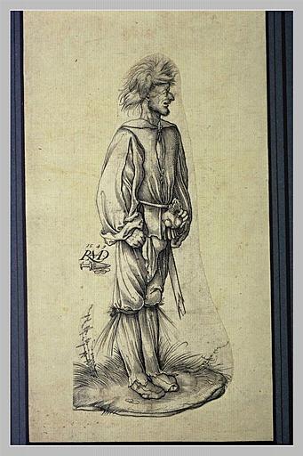 Homme debout, tourné vers la droite, cheveux ébouriffés, tenant une bourse