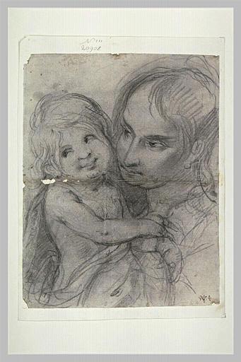 Une jeune femme tenant un enfant dans les bras