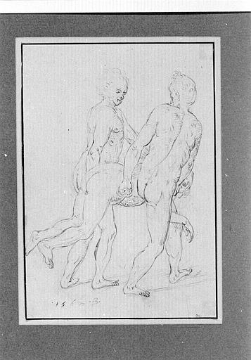 Deux hommes nus portant un corps allongé sur le ventre
