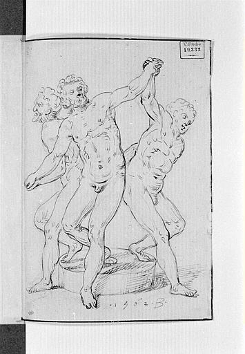 Trois hommes nus, sur une meule, se tenant par les mains