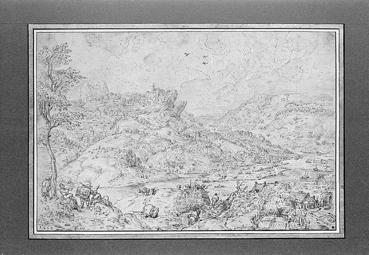 Paysage de collines traversé par une rivière