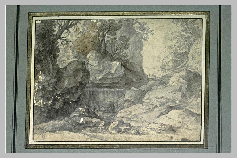 Gorge rocheuse, avec un torrent